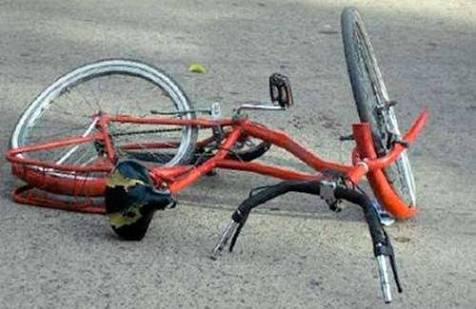 Embisten a septuagenario en bicicleta en Jiménez