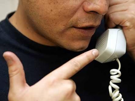 Mujer es víctima de extorsión telefónica en Jiménez