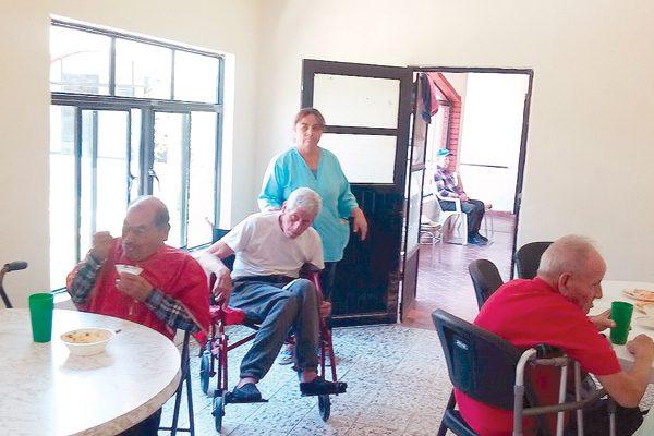 El Día del Padre es de nostalgia y tristeza para ancianitos en el asilo