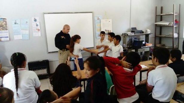 Policías Investigadores brindan información preventiva a estudiantes de Balleza sobre conductas delictivas