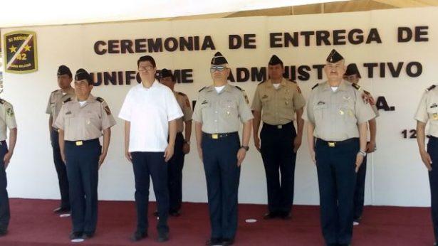 Entregan  uniformes administrativos a mas de 2 mil militares