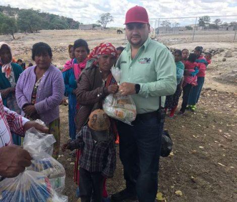 Entrega Arturo Medina despensas a 5 mil familias de Balleza