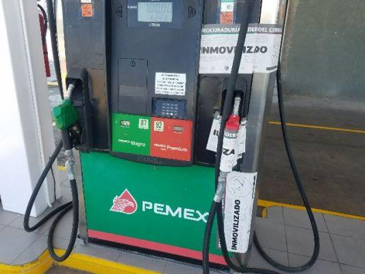 Clausuran bombas de combustible de una gasolinera ubicada por la glorieta Ortiz Mena