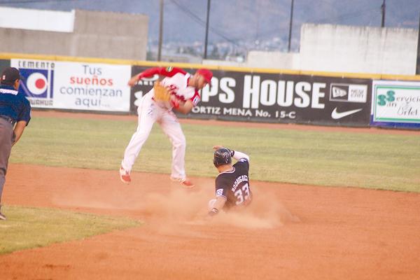 LOS MINEROS de Parral sufrieron anoche su primera derrota de la serie siete ante Indios de Juárez.