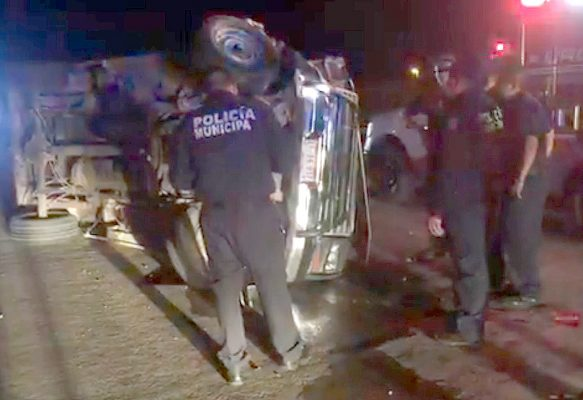Aparatoso accidente resultó en daños cuantiosos en la Carretera a Santa Bárbara