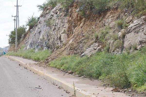 Lluvia causa desgajes de cerros y derrumbes en los periféricos Sur y Norte
