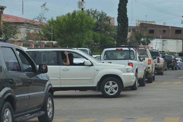 Congestionamiento por el cierre de la vialidad del río