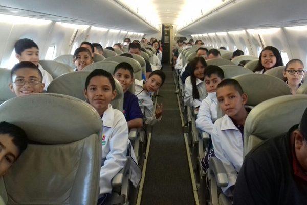 Niños ganadores de olimpiada viajan a CDMX
