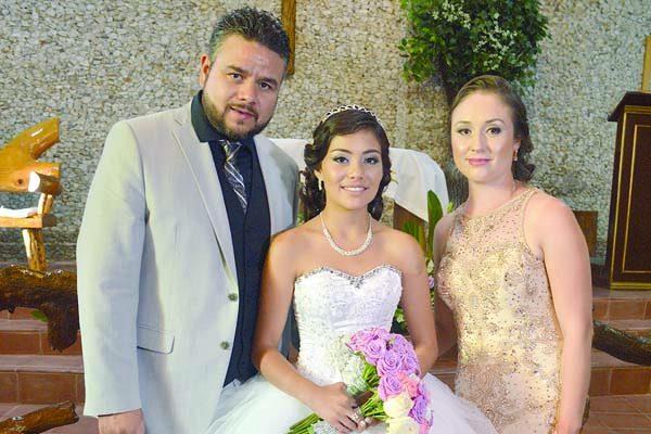 Celebró sus Quince Años Marisol Villalobos