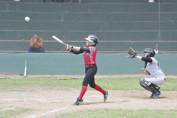 Deportivo Jáuregui ganó a las Panteras en softbol femenil