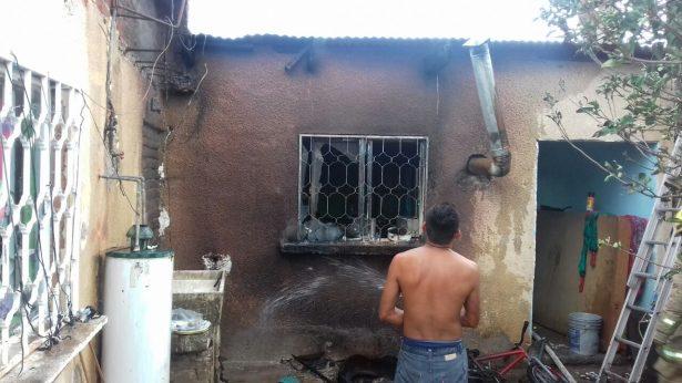 Explota tanque de gas en domicilio de la colonia PRI