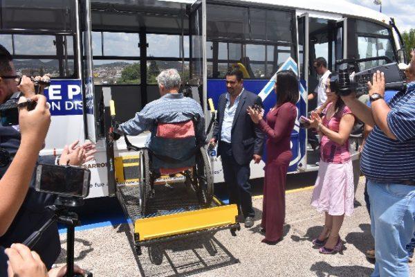 El transporte gratuito para personas con discapacidad motriz se otorgará en tres horarios