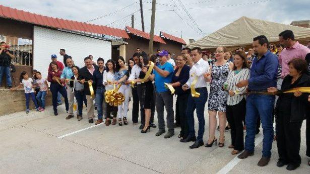 Inauguran pavimentación de las calles Circunvalación y Del Café en la López Portillo