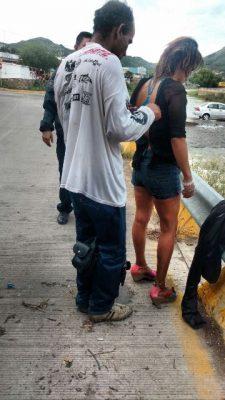 Encuentran a pareja ebrios nadando en el río, fueron arrestados