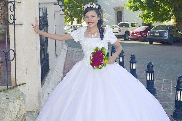 Celebró sus Quince Años de Vida Lizbeth Gómez Carrillo