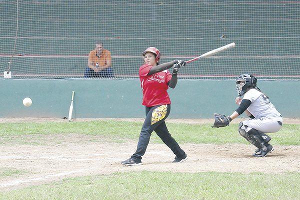 El campeón Deportivo Jáuregui sigue arrasando en softbol femenil
