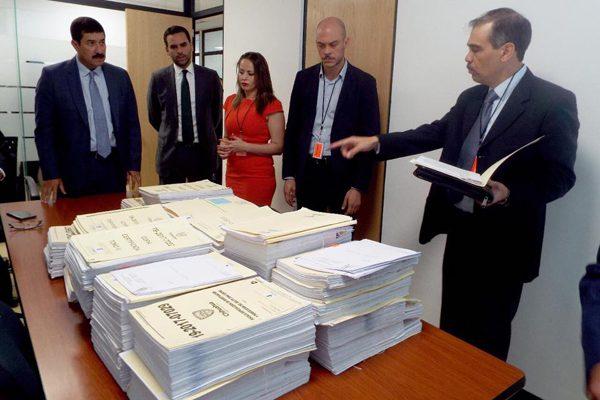 Pide el Gobernador iniciar la extradición de César Duarte
