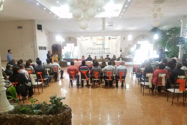 Entrega Seech estímulos a 66 trabajadores de educación básica por años de servicio