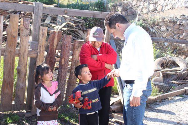 Visitan directores de la Presidencia de Guachochi la comunidad de Tuceros