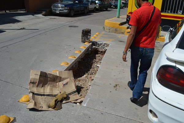 Más de ocho días llevan las reparaciones por parte de la Jmas en la calle Víctor Hugo
