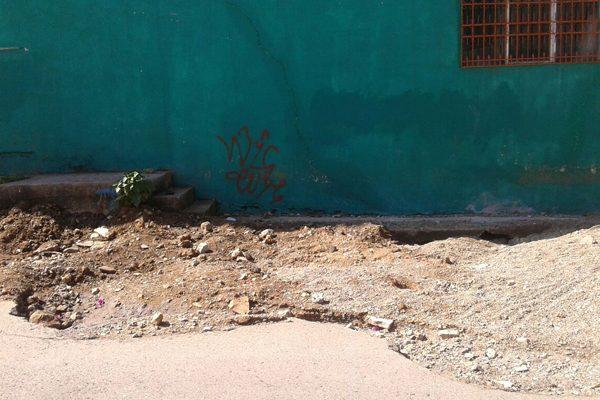 Siguen zanjas y aperturas en pavimento  de la calle Prolongación José de San Martín