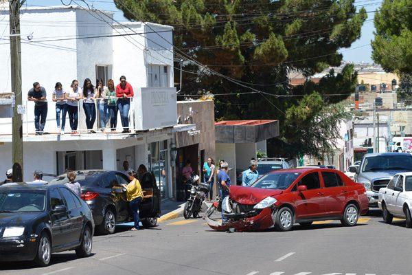 Aparatoso choque en la Juan Rangel y Sexta