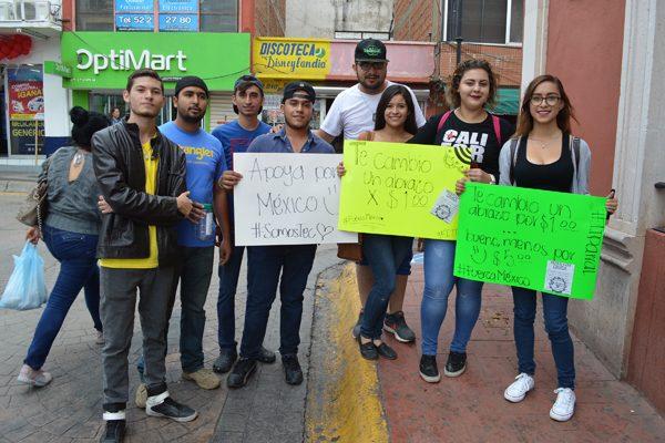 Estudiantes del ITP intercambian abrazos por efectivo