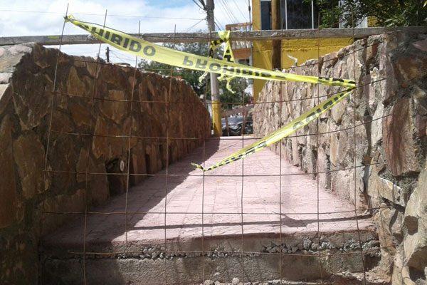Instalan infraestructura eléctrica en la réplica del puente Calicanto