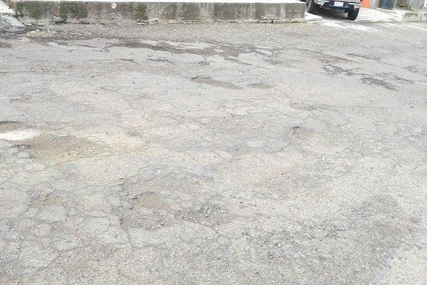Calles José San Martín y Abraham Lincoln presentan numerosos baches