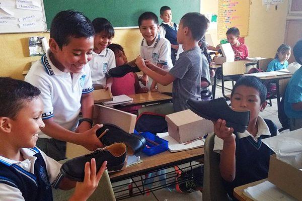 Alcalde concretará la entrega del 60%  del calzado escolar esta semana