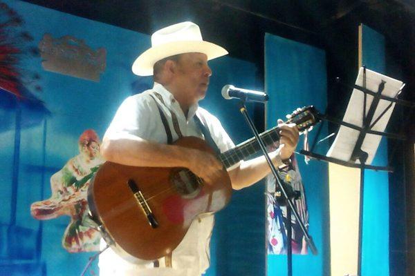 Noche bohemia en Gpe. y Calvo con el cantante Carlos Montañez