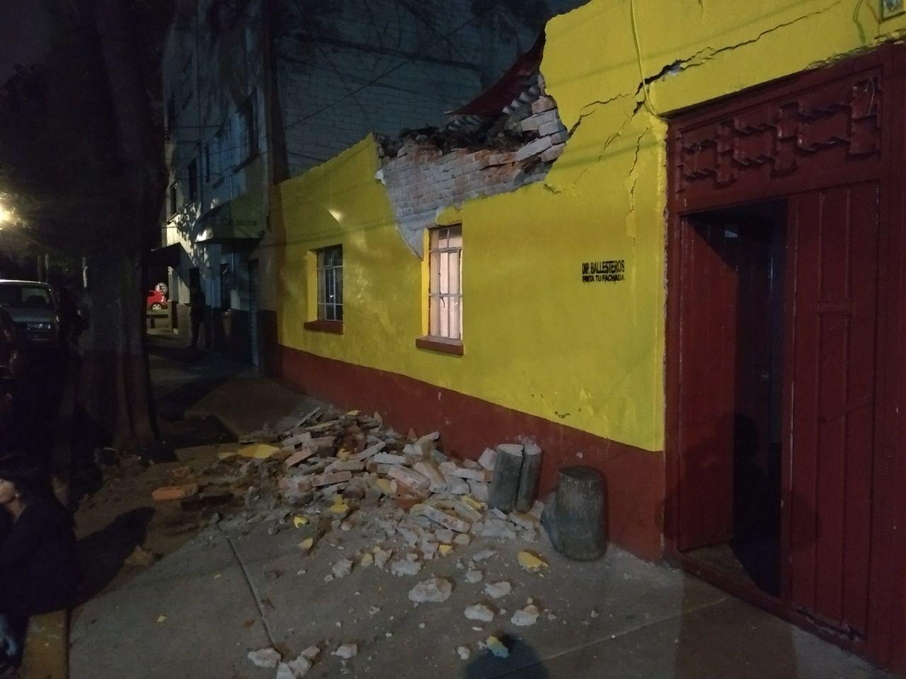 hasta el momento no hay registro de pérdidas humanas, aunque entre las materiales se reportan fachadas de edificios y casas dañadas.