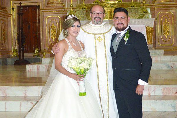 Celebran su Unión Matrimonial Brenda Flores y Adrián Santana