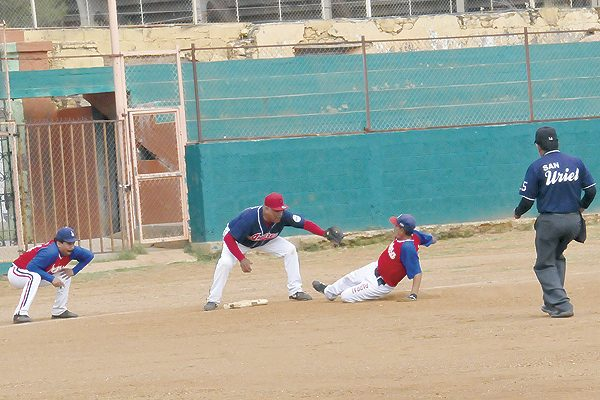 """""""Chiquitico"""" Palma y Frelesa-""""Catano"""" Escápita a un triunfo de la final del beisbol súper máster"""
