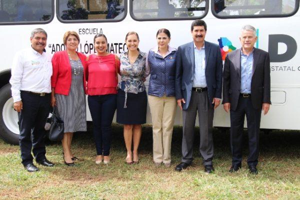 Dona empresa particular un camión para que niños del CREI de Allende asistan a clases, su costo fue de 1.5 millones de pesos