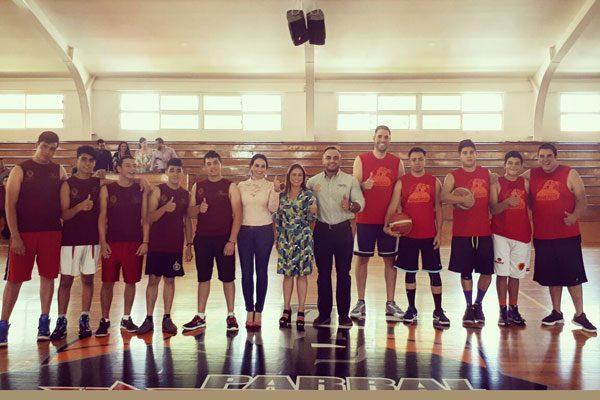 Se enfrentan el equipo de basquetbol de los Mineros de Parral contra los jóvenes del Crread