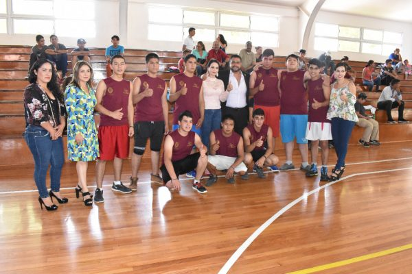Mineros y jóvenes del Crread se enfrentan en partido de basquetbol