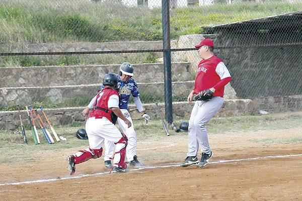Lic. Triana-Norma Valles ganó a los Red Sox en beisbol de veteranos