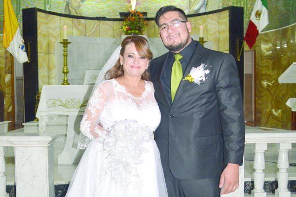 Unen sus vidas en matrimonio Silvia y Manuel