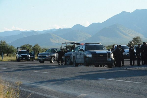 Se enfrentan policías y secuestradores en la carretera a Juárez