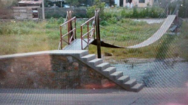 Vecinos de San Antonio de las Huertas se quejan de mal uso del puente colgante