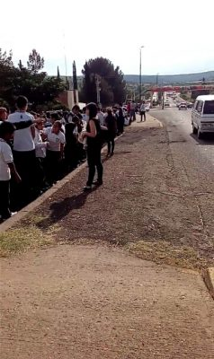 Evacuan alumnos y personal de la secundaria Valentín por fuerte olor a gas propano