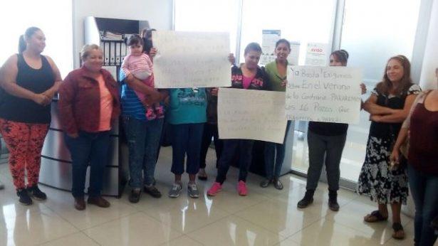 [Galería y Video]Se manifiestan vecinos de El Verano en la JMAS; llevan un mes sin agua