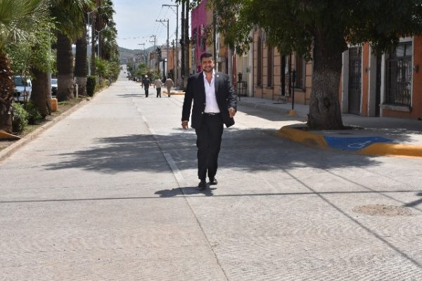 Pone en marcha alcalde Lozoya dos carriles de ascenso con nuevo concreto en la avenida Independencia