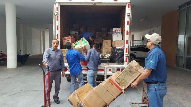 Rumbo a la capital del estado, sale el primer camión con víveres recolectados en el centro de acopio del edificio de Gobierno del Estado