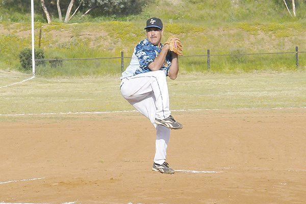 Lic. Triana-Norma Valles toma ventaja en playoffs del beisbol de veteranos