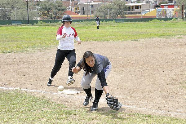 Maestras ganó a Panteras en softbol femenil