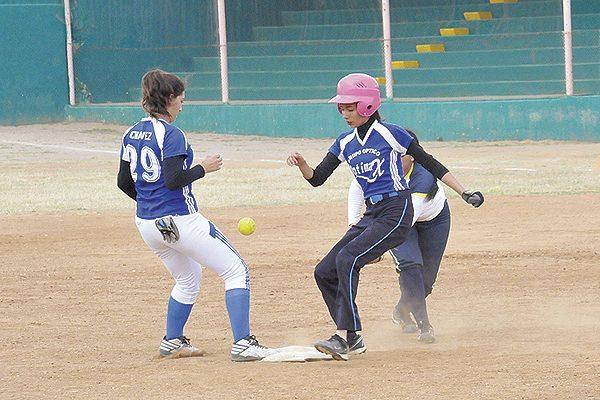 Parral Azul debutó con el pie derecho en la Olimpiada Regional de Softbol Femenil