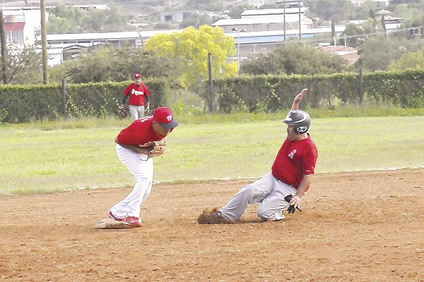 Inician playoffs del beisbol de veteranos