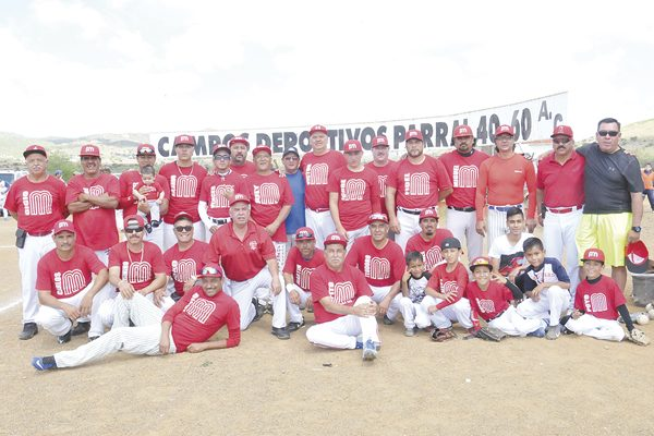 """""""Pepito"""" Martínez es el campeón de segunda división en softbol del Club 40-60"""